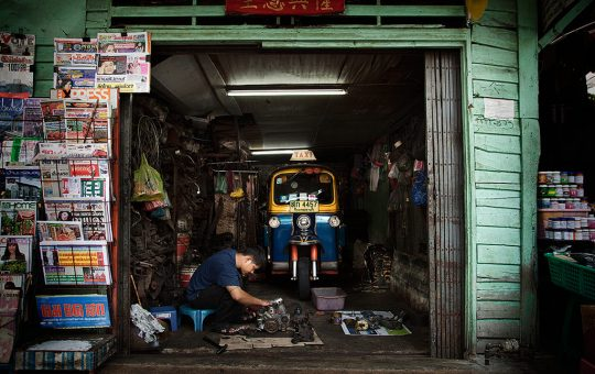 tuktuk-repairman